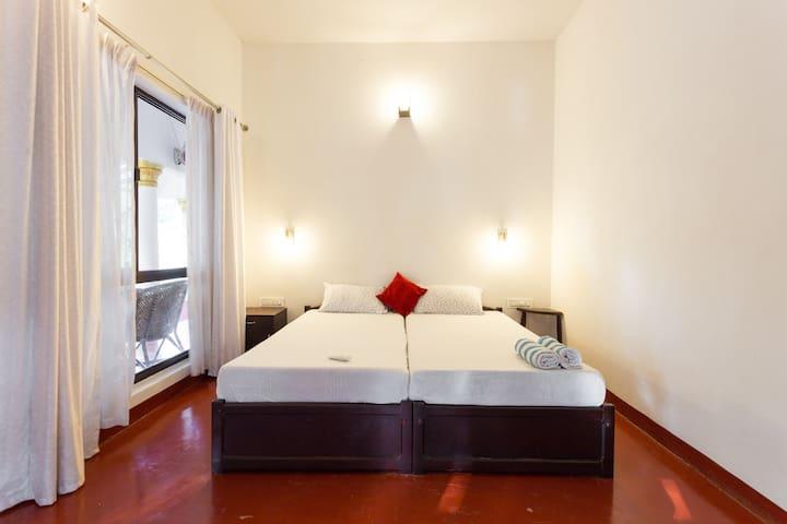 Private Deluxe room near Marari beach