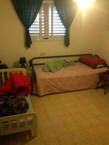 Pleasant room/s for short stay, close to Tel-Aviv - Ra'anana
