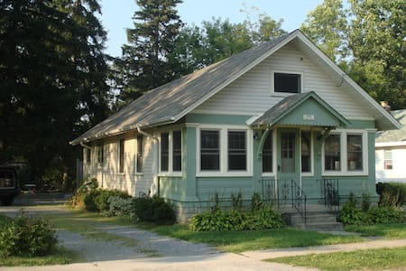 ADORABLE CRYSTAL BEACH COTTAGE/HOME - Fort Erie