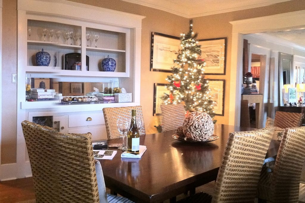 Del Mar Cottage Christimas. Dining room with room for 8 around table.