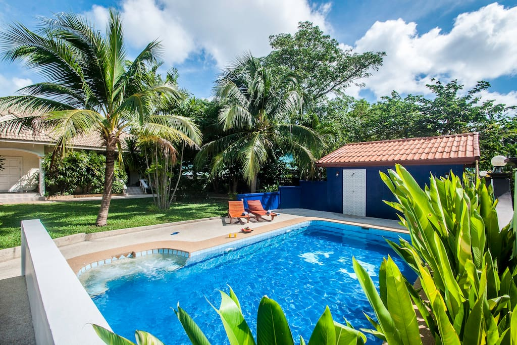 Charmant bungalow avec piscine et jardin tropical for Piscine jardin tropical