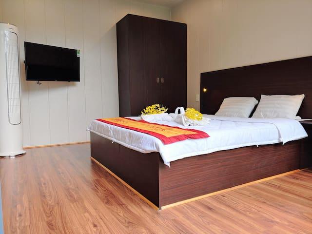first bedroom's amenities