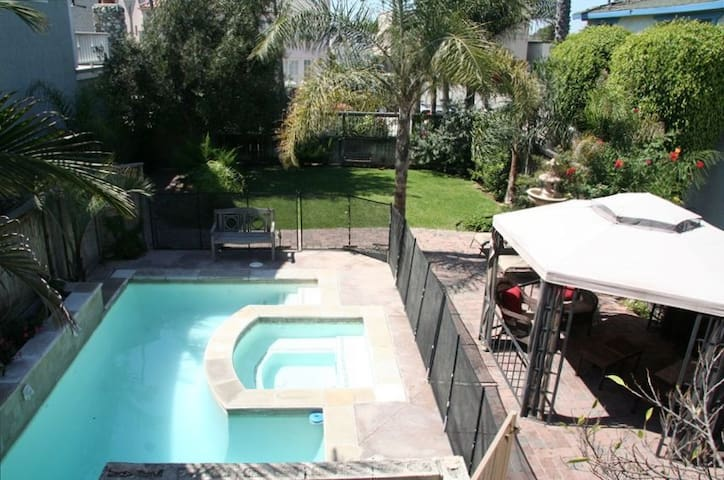 1/2 Block to Beach+Pool/Spa- 4 bdrm - Seal Beach