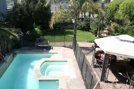 1/2 Block to Beach+Pool/Spa- 4 bdrm - Seal Beach - House