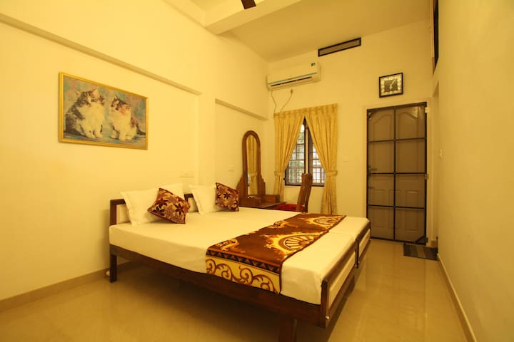 Aaron's Home Stay, AC Twin bed room