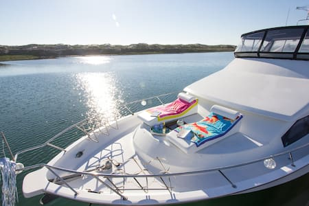 SECRET HARBOR CHARTERS  -  Channel Islands - Oxnard - Barca