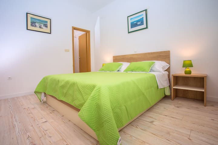 Bedroom no.1 with 160x200 bed,TV,air condition and en suite bathroom with shower