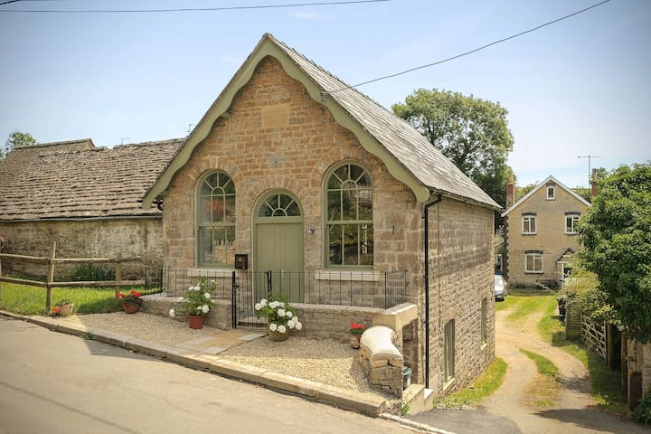 Old Chapel, North Cerney, can sleep up to 8-10