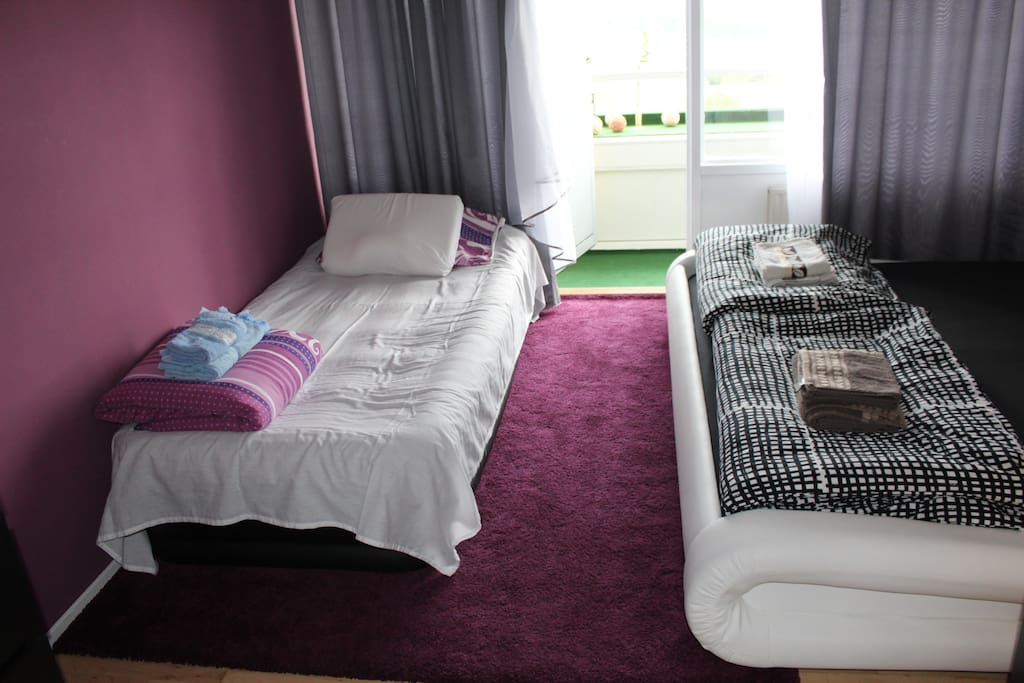 Extra bed in bedroom (for third person)