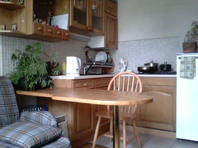 удобная для приготовления пищи и застолья кухня, из которой не йцйц бхочется уходить