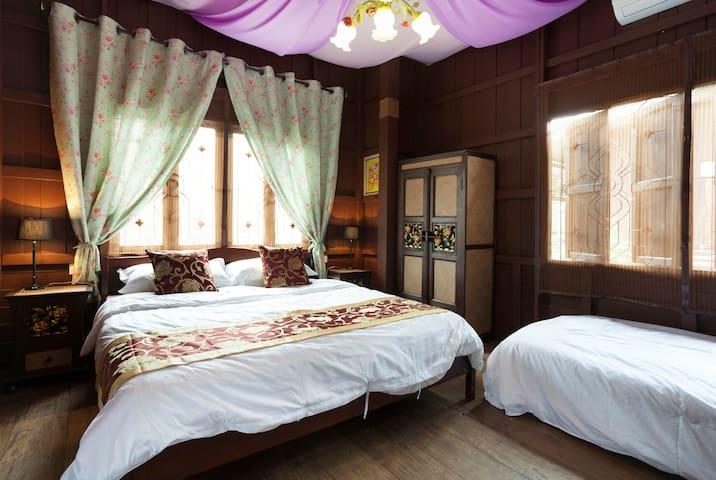 Wooden Hostel  木楼客栈 订房三日免费接送机! - Chiang Mai - Villa