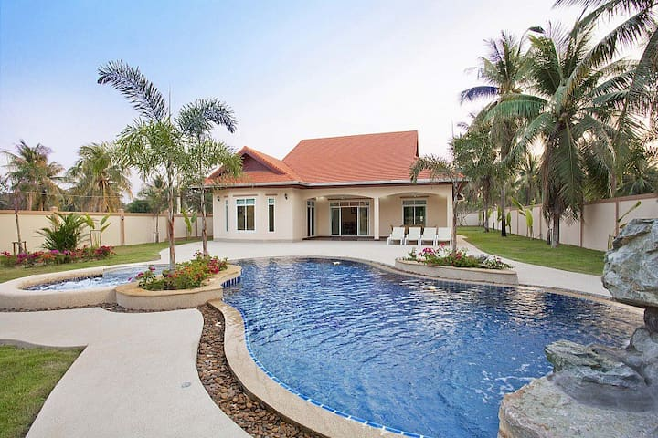 Chase Exec 4 bed Villa & Pool  - Pattaya - House