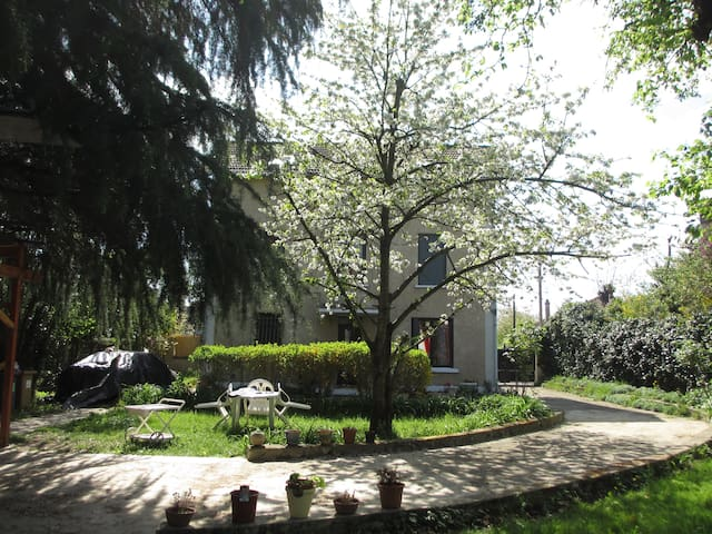 L'Ermontoise - Ermont - Bed & Breakfast