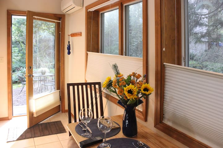 Cottage: Near Marylhurst and L & C - West Linn - Hus