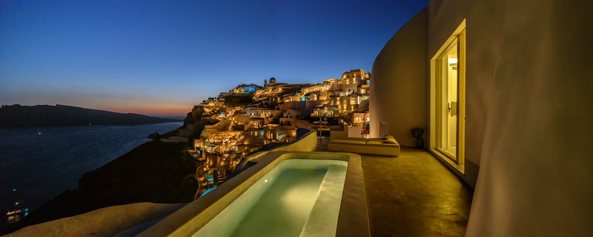 Echoes Suites | Executive Suite with Plunge Pool