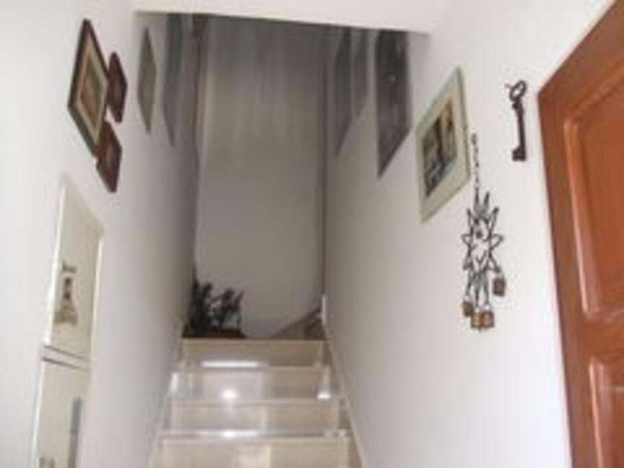 Hodnik sa stepenicama.