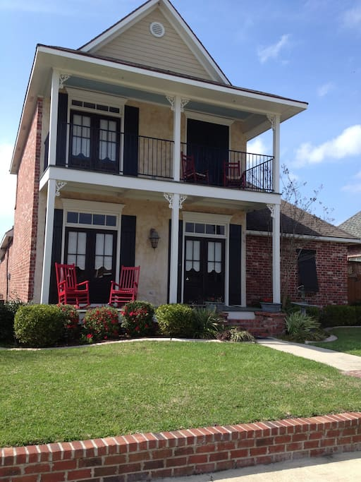 A new orleans style house maisons louer youngsville for Garage a louer orleans
