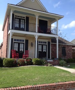 A New Orleans style House - Youngsville - Huis