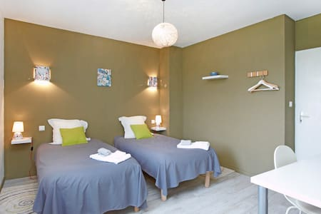 B and B Agathe - bedroom Brouilly - Belleville - Inap sarapan