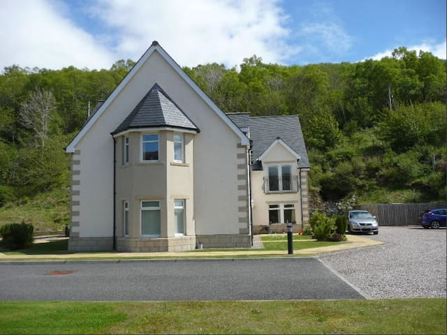 BEAUTIFUL LOCH-SIDE APARTMENT - Highland - Apartment