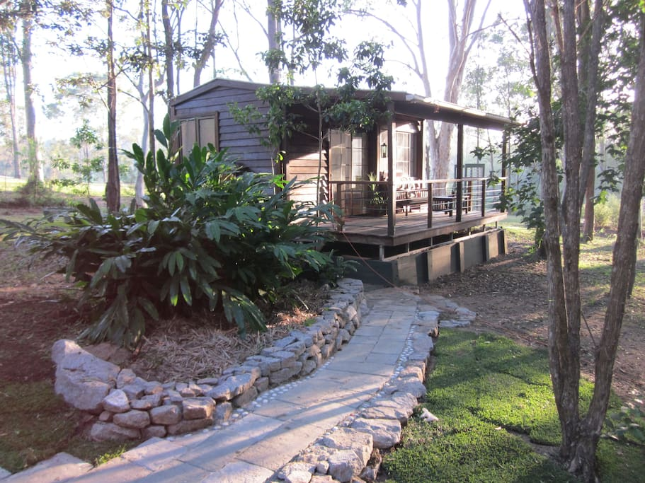 Self contained cabin near woodford qld guesthouses te for Self contained cabin