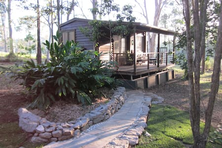 Self contained cabin near Woodford, QLD - D'aguilar - Hytte