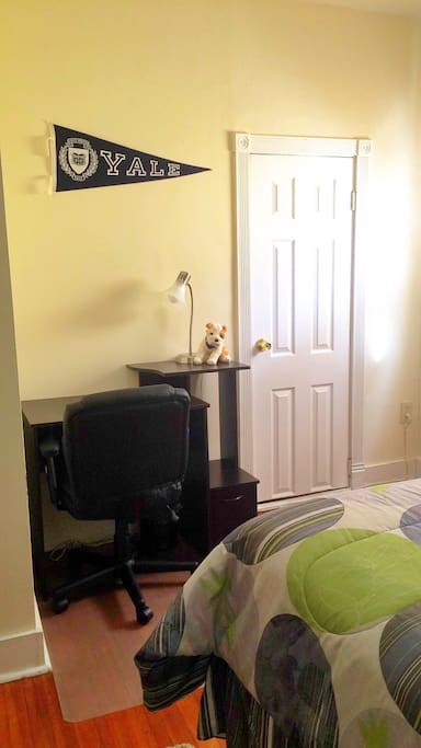 Single occupancy, fully furnished room w/ Study desk & chair