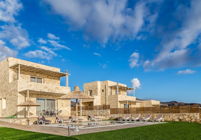 Thea Villa with 3 bedrooms & Pool in Triopetra