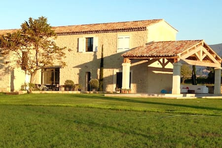 Bed & Breakfast - SPA - Mas de l'Estel (1) - Cucuron - Guesthouse