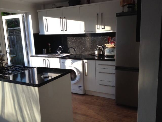 Bright clean single room to let - Broxbourne - Bed & Breakfast