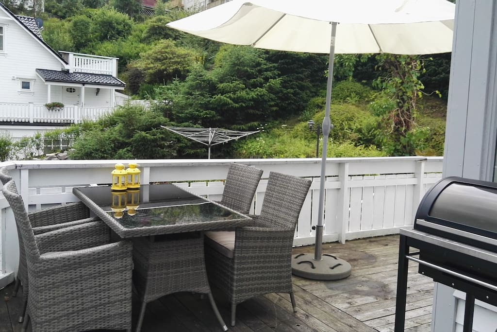 Spacious veranda for meals or relaxation. Gas-grill avaliable.