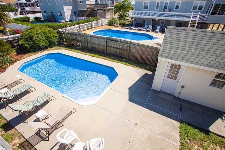 All About Me: All About Me Fun for everyone in this dog friendly beach home! w/pool, fenced