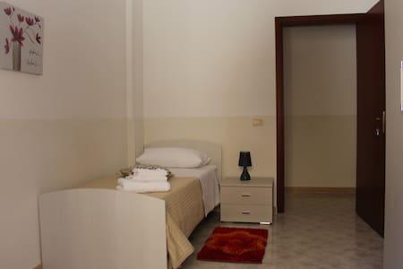 Camera singola in spazioso appartamento - Mazara del Vallo