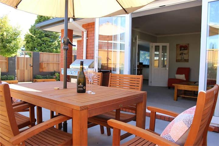 Welcome to Tahi House with private pretty garden.