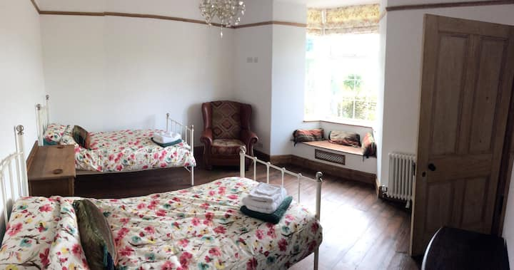Large Family Room in Farmhouse near Eden Project