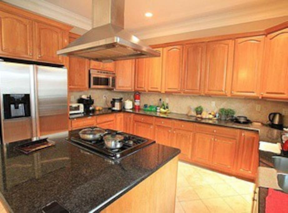 Large Kitchen w/ Ample Counterspace