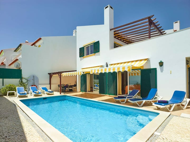 Beautiful Villa with Swimming Pool and Sun Terrace