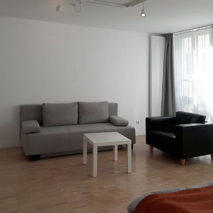 Zimmer 2, Schlafcouch + Sessel