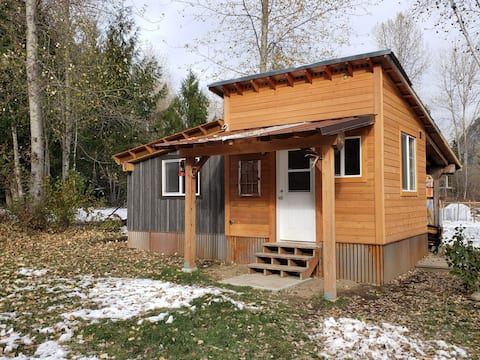 Cozy home base for your next Kootenay adventure