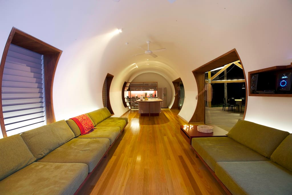 The long lounge room enjoys ocean breezes, a cosy spot for board games, a good novel (or TV).
