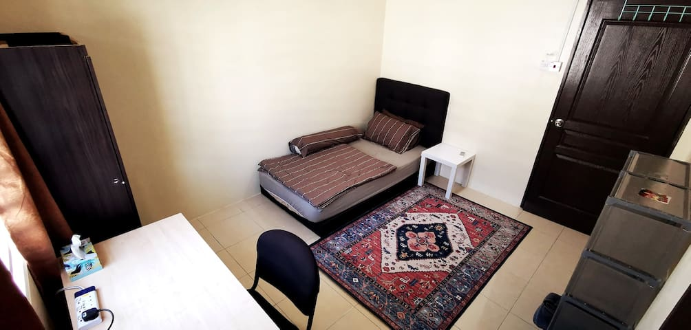 Cozy Room 4 staff/exchange student inc. A/C & WiFi