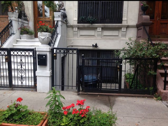 Quaint private studio minutes from Central Park