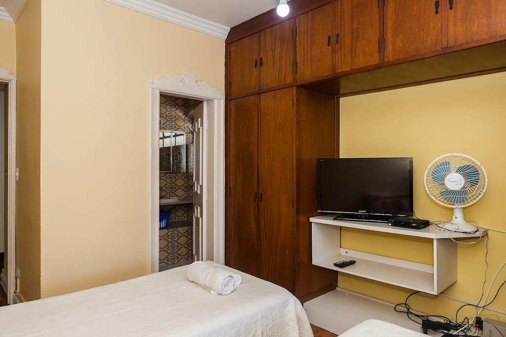 Quarto da frente - front bedroom