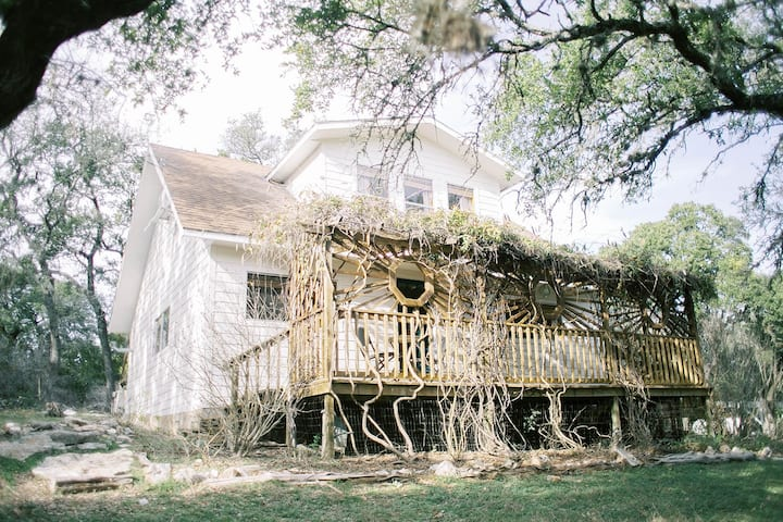 The Honeycomb Cabin in the Hill Country