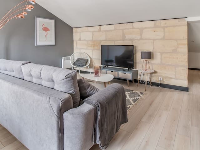 Very nice one bedroom apartment in the heart of Chartrons
