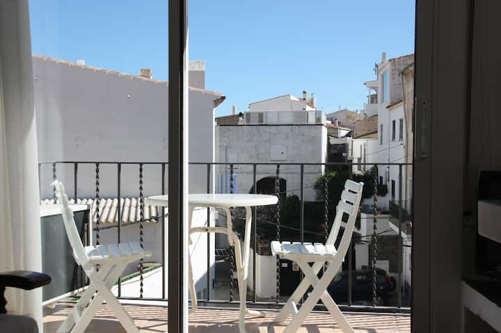 CHARMING AND 1 MINUTE FROM THE BEACH (P2.1)