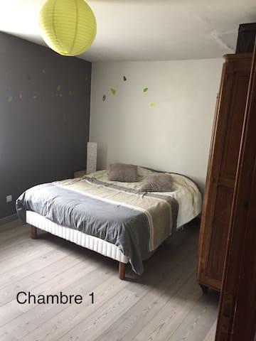 Chambre 2 personnes dans grande maison lorraine