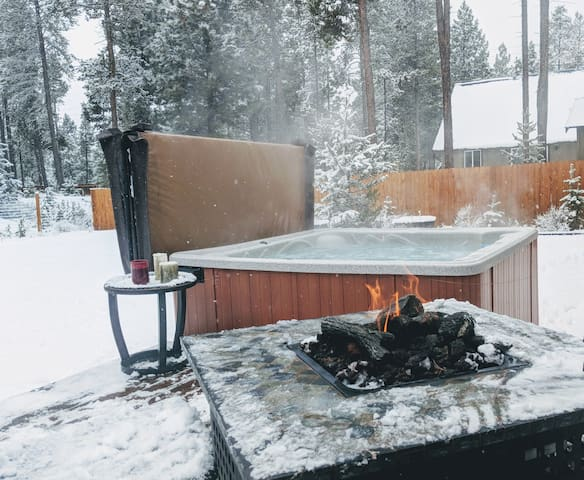 17m to Mt Bachelor and relaxing hot tub soak after