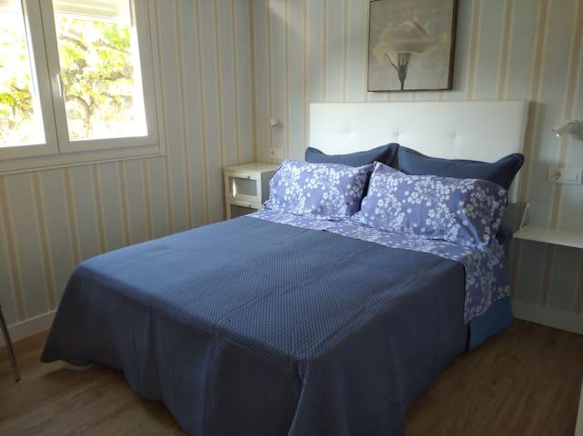 Cama de 1,50 con colchón Nattex de muelles ensacados y somier tapizado