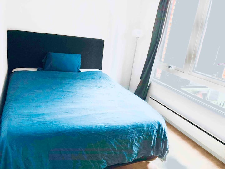 **KING BED**CENTRAL**PRIVATE